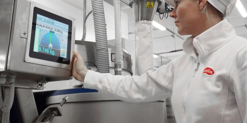 Dosing of manually added ingredients while Powder Technic's dosing system doses other ingredients automatically