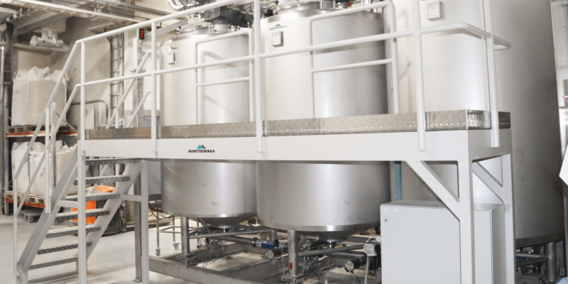 Sour dough tanks for rye sour dough with service platform